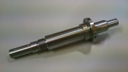 Axe de précision en acier